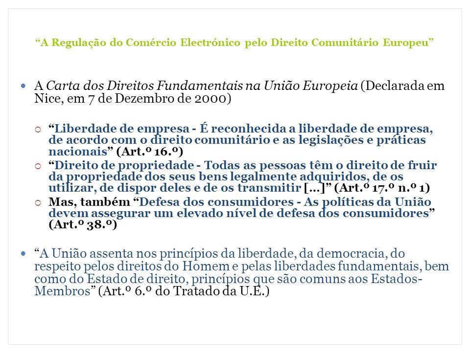 A Regulação do Comércio Electrónico pelo Direito Comunitário Europeu (2) Os Bens Transaccionáveis Em princípio todos os serviços da sociedade da informação são abrangidos (Art.º 1.º n.º 1) Não o são, por razões de Ordem Pública (Art.º 1.º n.º 5): Os actividades notariais ou equivalentes A representação forense Os jogos de fortuna e azar Podem ser (Art.