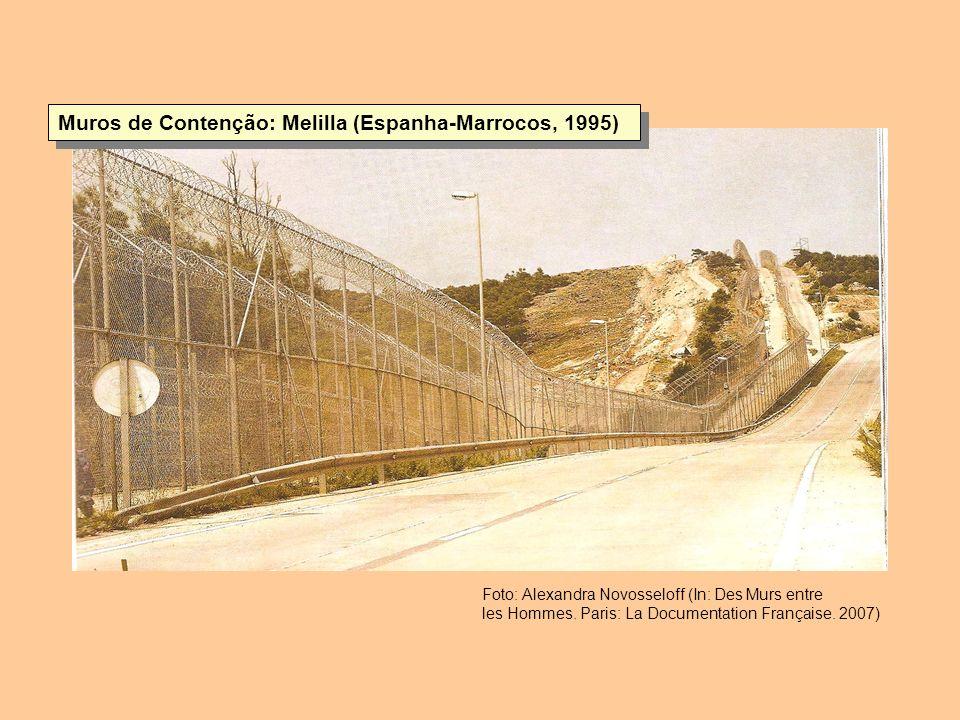 Muros de Contenção: Melilla (Espanha-Marrocos, 1995) Foto: Alexandra Novosseloff (In: Des Murs entre les Hommes. Paris: La Documentation Française. 20