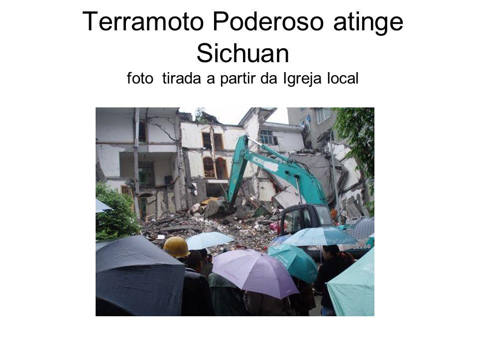 Terramoto Poderoso atinge Sichuan foto tirada a partir da Igreja local