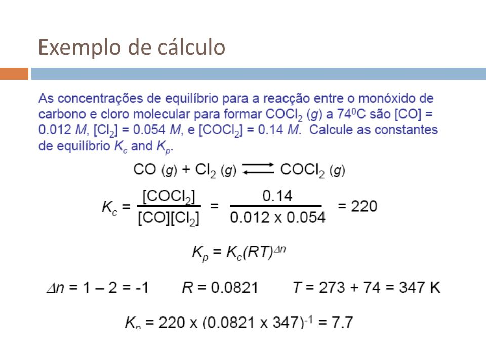 Equilíbrio heterogéneo Considere-se um equilíbrio envolvendo diferentes fases: CaCO 3 (s) CaO(s) + CO 2 (g) As concentrações das fases sólidas não variam, logo podem ser incluídas na própria constante: Generalizando: As concentrações de sólidos e líquidos puros não aparecem no cálculo das constantes de equilíbrio.