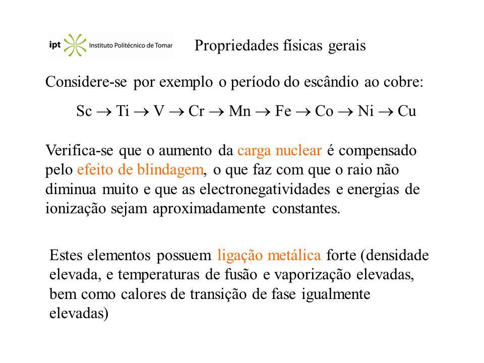 Propriedades físicas gerais Considere-se por exemplo o período do escândio ao cobre: Sc Ti V Cr Mn Fe Co Ni Cu Verifica-se que o aumento da carga nucl