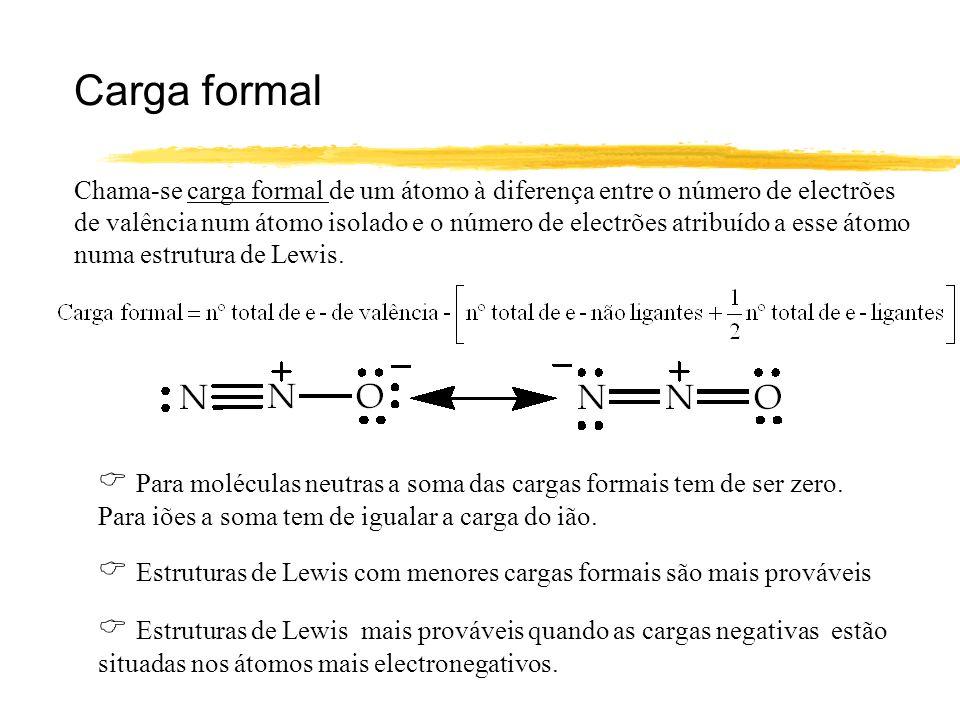 Carga formal Chama-se carga formal de um átomo à diferença entre o número de electrões de valência num átomo isolado e o número de electrões atribuído