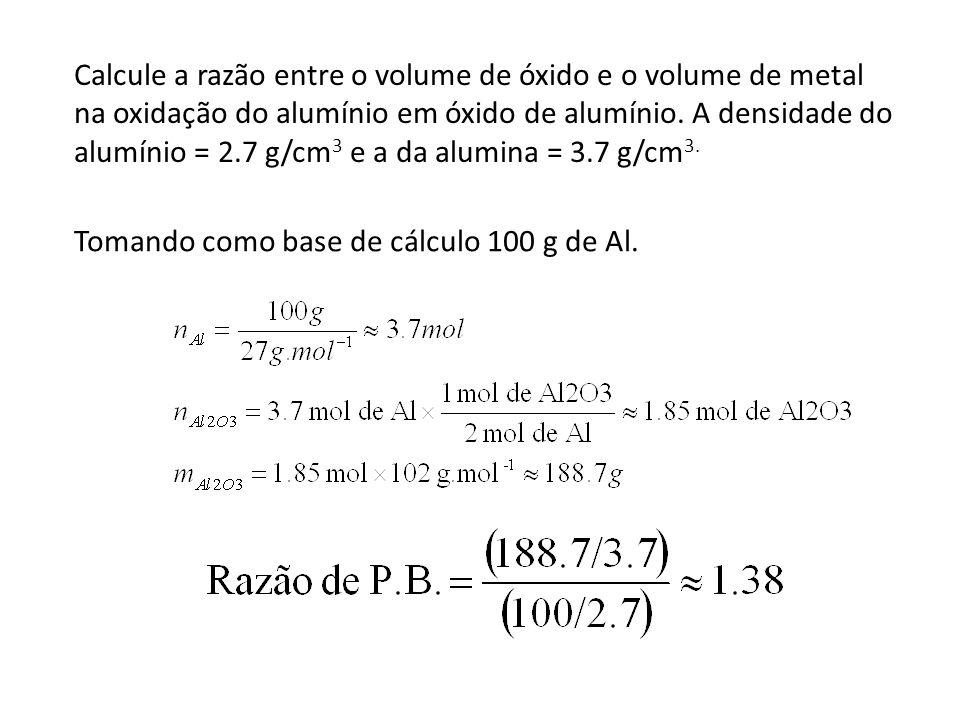 Calcule a razão entre o volume de óxido e o volume de metal na oxidação do alumínio em óxido de alumínio. A densidade do alumínio = 2.7 g/cm 3 e a da