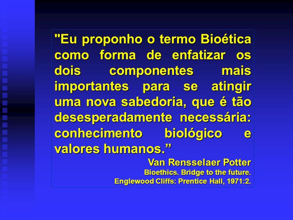 Tom Beauchamp e James Chidress (1978), publicaram o livro Principles of Biomedical Ethics, que consagrou o uso dos princípios na abordagem de dilemas e problemas bioéticos.