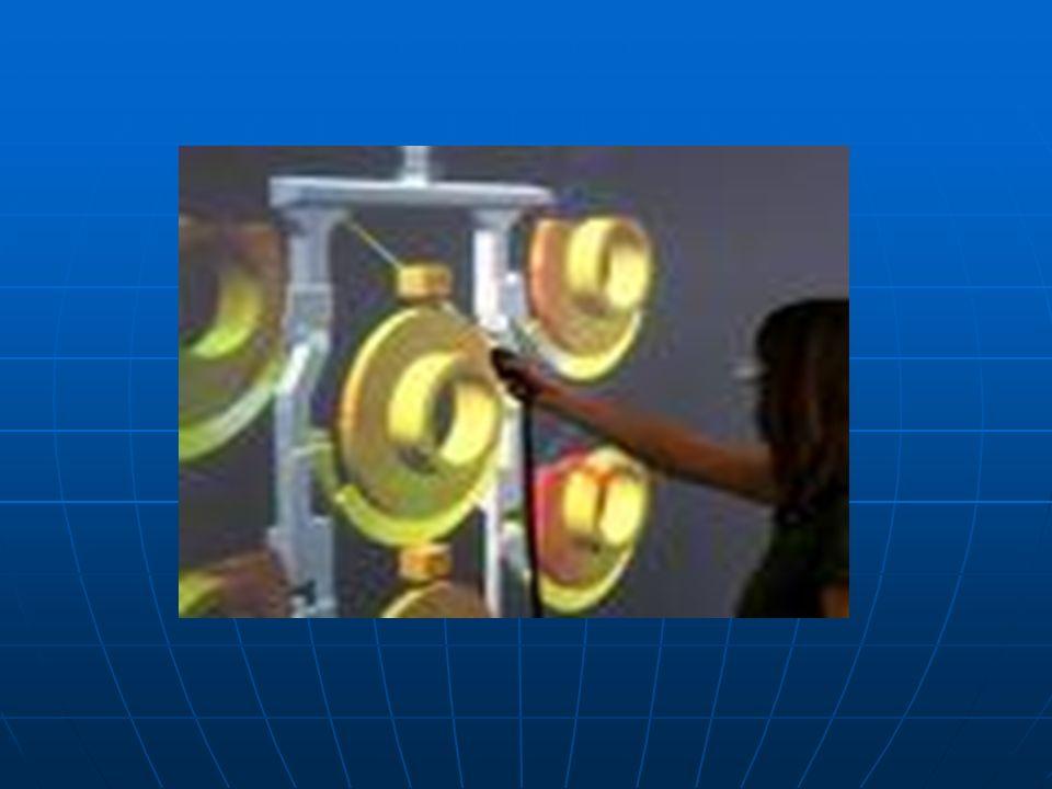 O molde é o recipiente no qual será colocado metal fundido para formar a peça, ele é feito de material refratário, ou seja, resistente ao calor, isso no caso da fundição em areia ou microfusão, mas também pode ser feito de aço, no caso do processo de injeção.