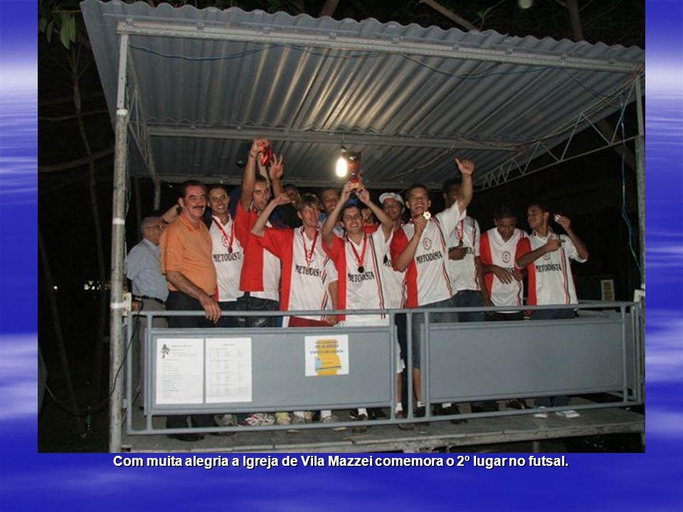 Com muita alegria a Igreja de Vila Mazzei comemora o 2º lugar no futsal.
