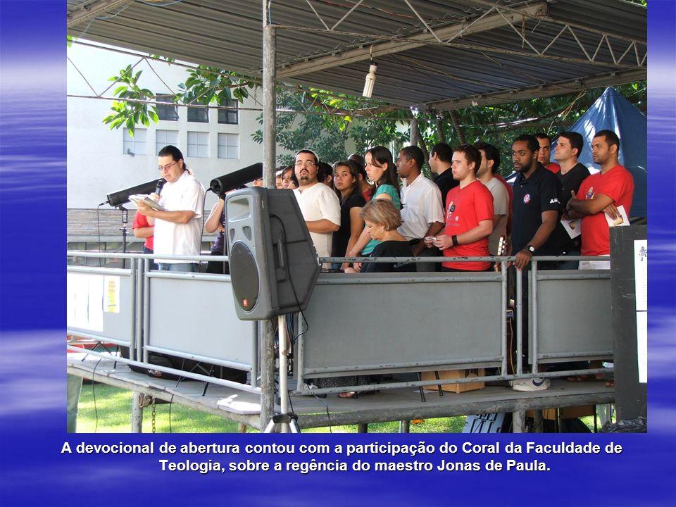 A devocional de abertura contou com a participação do Coral da Faculdade de Teologia, sobre a regência do maestro Jonas de Paula.