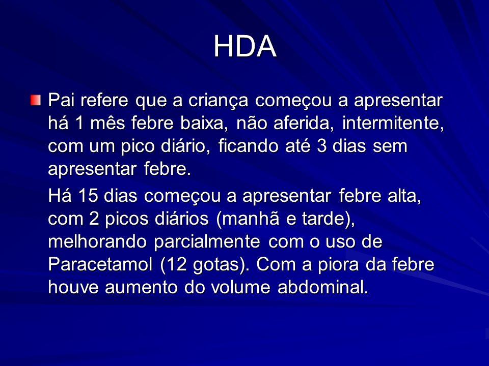 HDA Pai refere que a criança começou a apresentar há 1 mês febre baixa, não aferida, intermitente, com um pico diário, ficando até 3 dias sem apresentar febre.