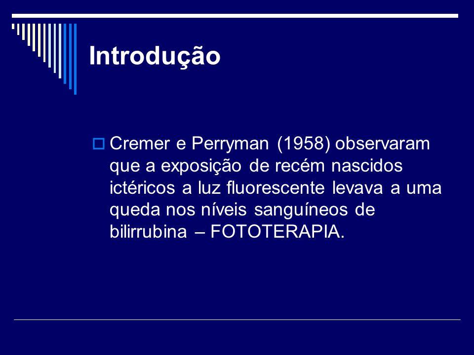 Introdução Cremer e Perryman (1958) observaram que a exposição de recém nascidos ictéricos a luz fluorescente levava a uma queda nos níveis sanguíneos