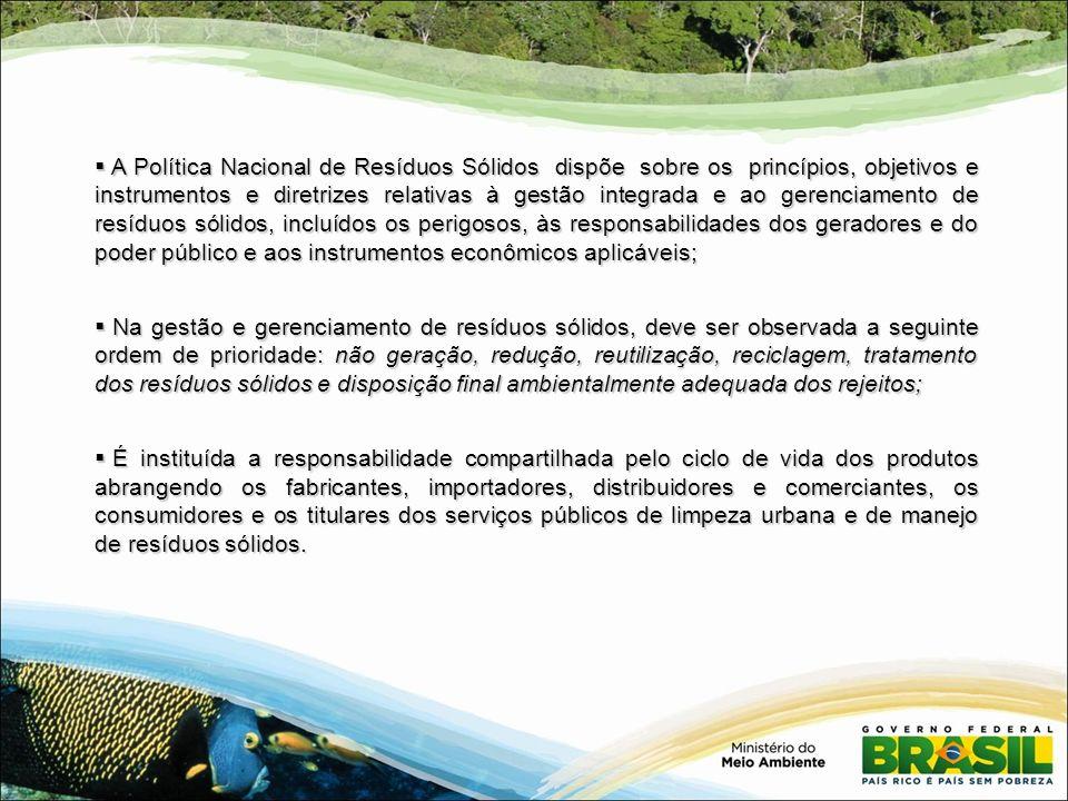 Princípios da Política Nacional de Resíduos Sólidos: Princípios da Política Nacional de Resíduos Sólidos: I - a prevenção e a precaução; II - o poluidor-pagador e o protetor-recebedor; III - a visão sistêmica na gestão dos resíduos sólidos; IV - o desenvolvimento sustentável; V - a ecoeficiência; VI - a cooperação entre as diferentes esferas do poder público, o setor empresarial e sociedade VII - a responsabilidade compartilhada pelo ciclo de vida dos produtos; VIII - o reconhecimento do resíduo sólido reutilizável e reciclável como um bem econômico e de valor social, gerador de trabalho e renda e promotor de cidadania; IX - o respeito às diversidades locais e regionais; X - o direito da sociedade à informação e ao controle social; XI - a razoabilidade e a proporcionalidade.