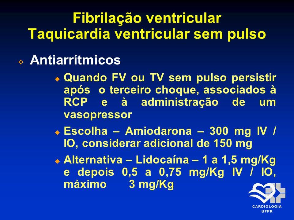 Fibrilação ventricular Taquicardia ventricular sem pulso Antiarrítmicos Quando FV ou TV sem pulso persistir após o terceiro choque, associados à RCP e