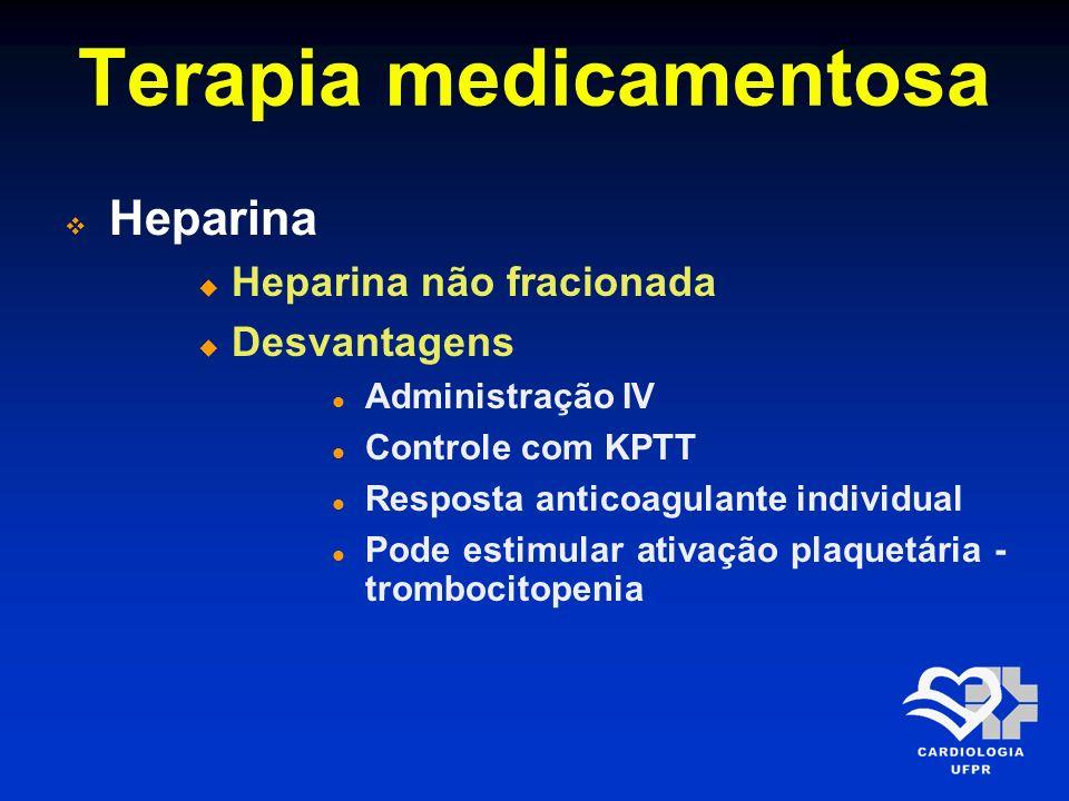 Terapia medicamentosa Heparina Heparina de baixo peso molecular Pacientes com < 75 anos de idade, 30 mg EV em bolus seguido por 1,0 mg/Kg SC a cada 12 horas Pacientes com > 75 anos, não utilizar o bolus inicial e reduzir a dose para 0,75 mg/Kg a cada 12 horas