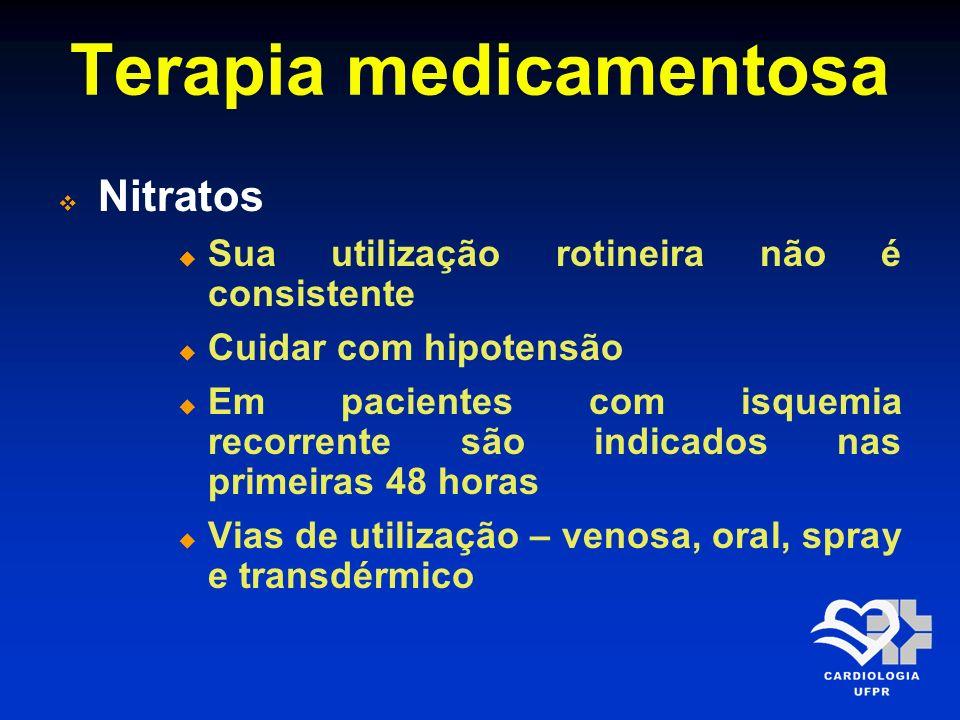 Terapia medicamentosa Nitratos Diluição: 1 ampola (25mg) de Tridil® em 250 ml de SG5% (concentração de 100 mcg/min), administrar em bomba infusora Iniciar com 10mcg/min (6ml/h) e aumentar em 5-10mcg/min a cada 5 - 10 min até melhora da dor ou ocorrer efeitos colaterais (10% PAS nos normotensos e 30% PAS nos hipertensos)