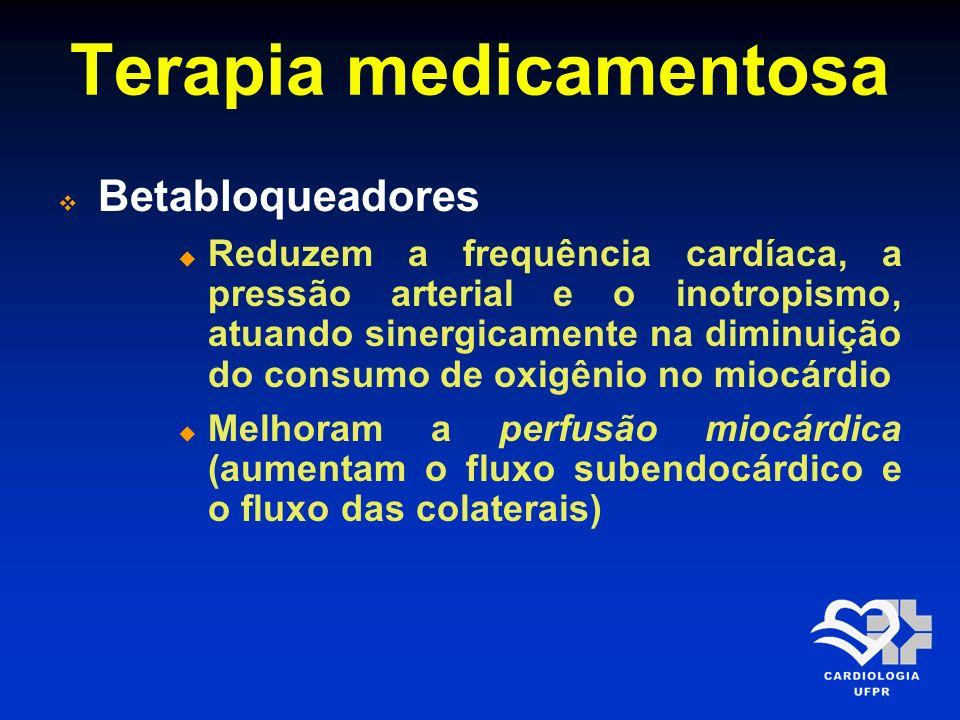 Terapia medicamentosa Betabloqueadores Tais ações são responsáveis por reduzir as taxas de ruptura miocárdica, limitar o tamanho do infarto, melhorar a função cardíaca e diminuir a mortalidade, tanto precoce como tardia