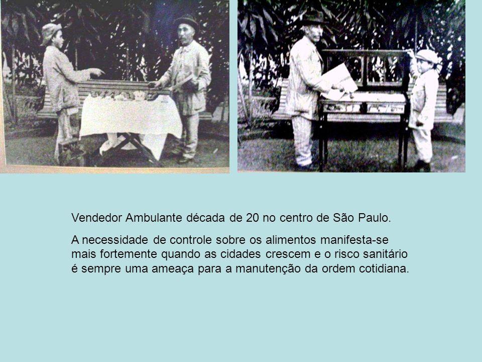 Vendedor Ambulante década de 20 no centro de São Paulo. A necessidade de controle sobre os alimentos manifesta-se mais fortemente quando as cidades cr