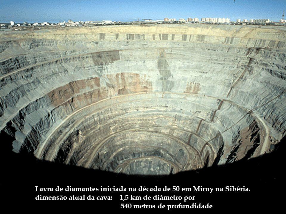Lavra de diamantes iniciada na década de 50 em Mirny na Sibéria.