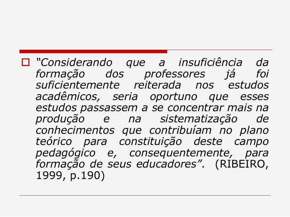 Considerando que a insuficiência da formação dos professores já foi suficientemente reiterada nos estudos acadêmicos, seria oportuno que esses estudos