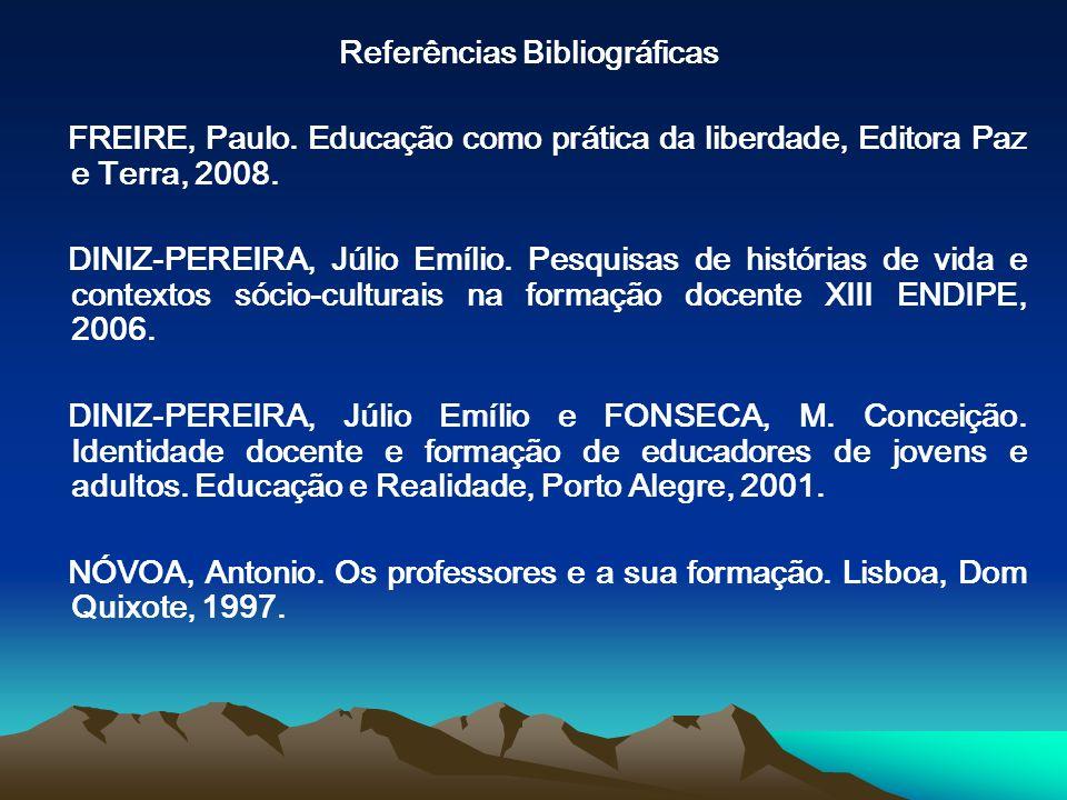 Referências Bibliográficas FREIRE, Paulo. Educação como prática da liberdade, Editora Paz e Terra, 2008. DINIZ-PEREIRA, Júlio Emílio. Pesquisas de his