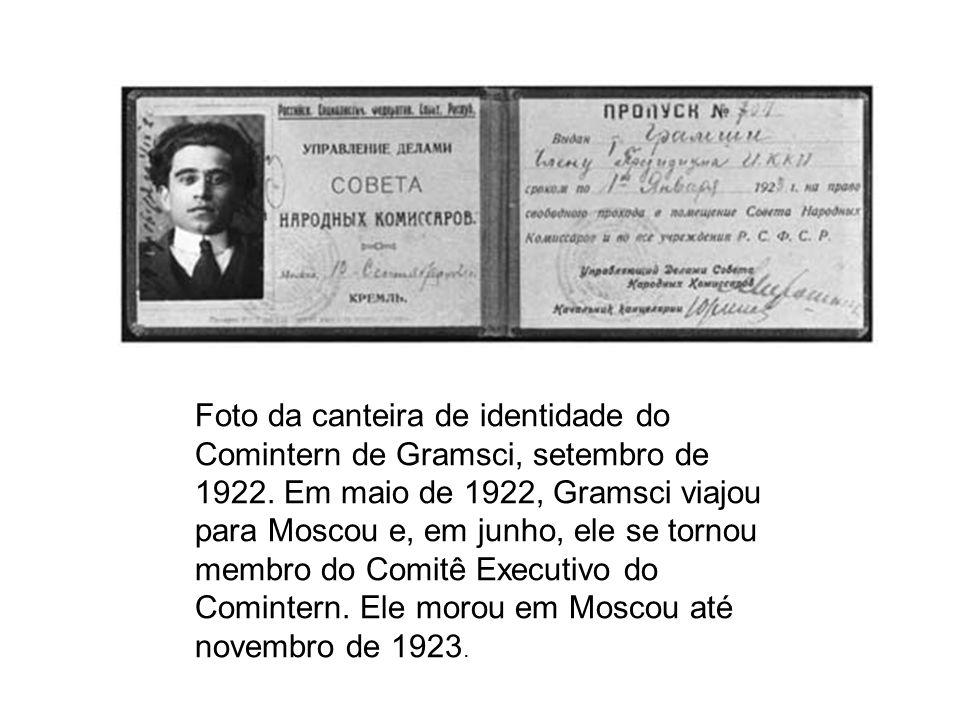 Foto da canteira de identidade do Comintern de Gramsci, setembro de 1922. Em maio de 1922, Gramsci viajou para Moscou e, em junho, ele se tornou membr