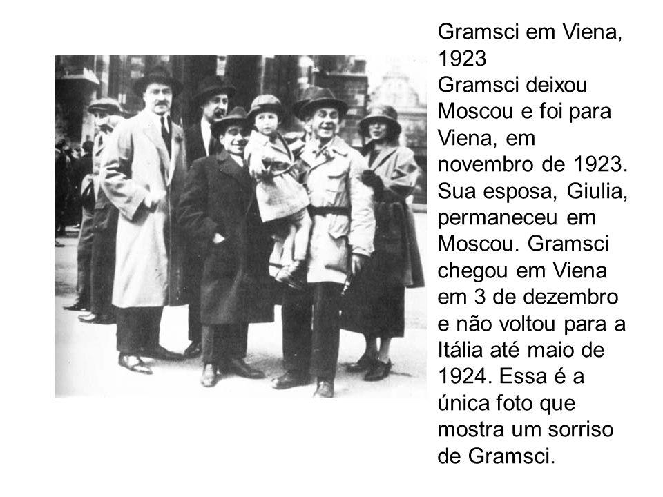 Gramsci em Viena, 1923 Gramsci deixou Moscou e foi para Viena, em novembro de 1923. Sua esposa, Giulia, permaneceu em Moscou. Gramsci chegou em Viena