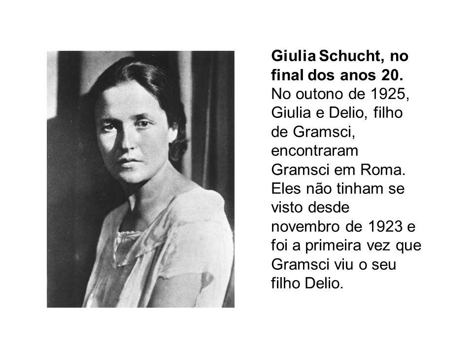 Giulia Schucht, no final dos anos 20. No outono de 1925, Giulia e Delio, filho de Gramsci, encontraram Gramsci em Roma. Eles não tinham se visto desde