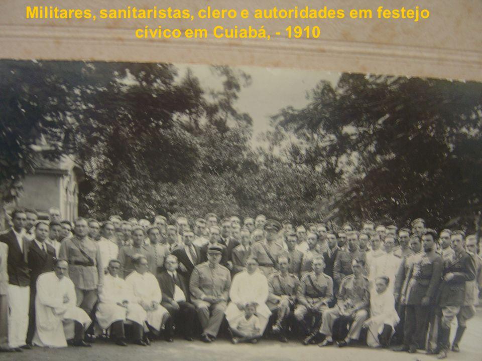 Militares, sanitaristas, clero e autoridades em festejo cívico em Cuiabá, - 1910