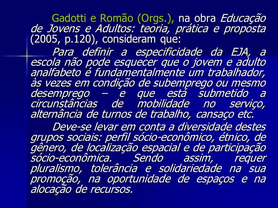 Gadotti e Romão (Orgs.), na obra Educação de Jovens e Adultos: teoria, prática e proposta (2005, p.120), consideram que: Para definir a especificidade
