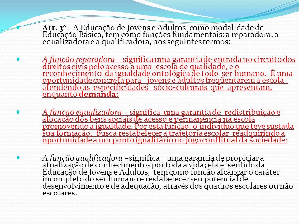 II - No Ensino Médio, de acordo com os artigos 26 e 36 da LDB e Diretrizes Curriculares Nacionais para esta etapa, observado o que se segue: a - a explicitação das áreas de conhecimento e de seus componentes curriculares nos exames será definida pelos respectivos sistemas; b - o sistema deverá prever exames que considerem em suas especificidades os portadores de necessidades especiais; c - Língua Estrangeira é componente obrigatório na oferta e prestação de exames.