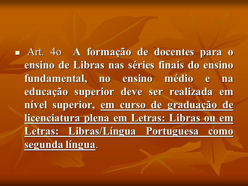 Curso de Graduação em Letras / Libras – UFSC O MEC implantou o primeiro Curso de Graduação em Letras com licenciatura em Libras, na modalidade semi presencial, com o objetivo de formar professores para o ensino da Língua Brasileira de Sinais.