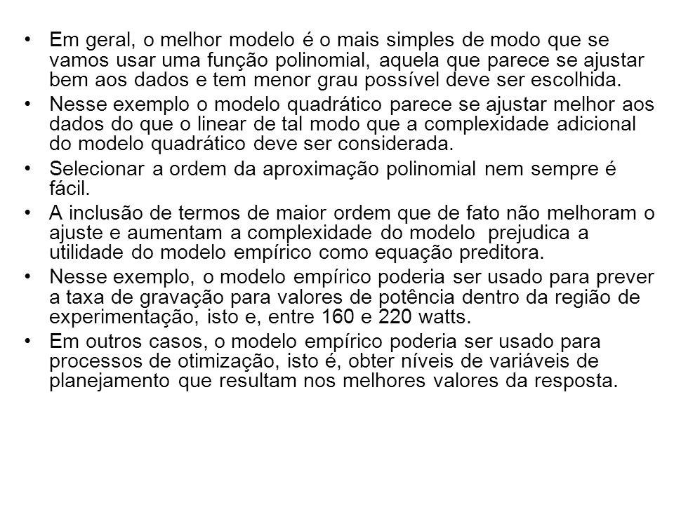 Em geral, o melhor modelo é o mais simples de modo que se vamos usar uma função polinomial, aquela que parece se ajustar bem aos dados e tem menor gra