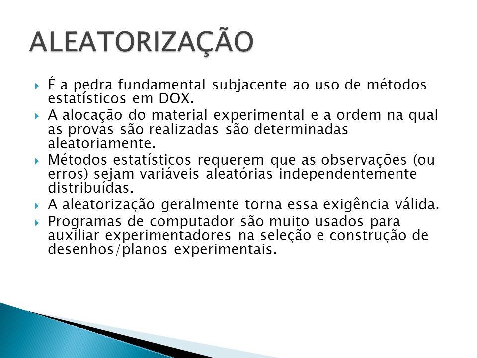 É a pedra fundamental subjacente ao uso de métodos estatísticos em DOX. A alocação do material experimental e a ordem na qual as provas são realizadas