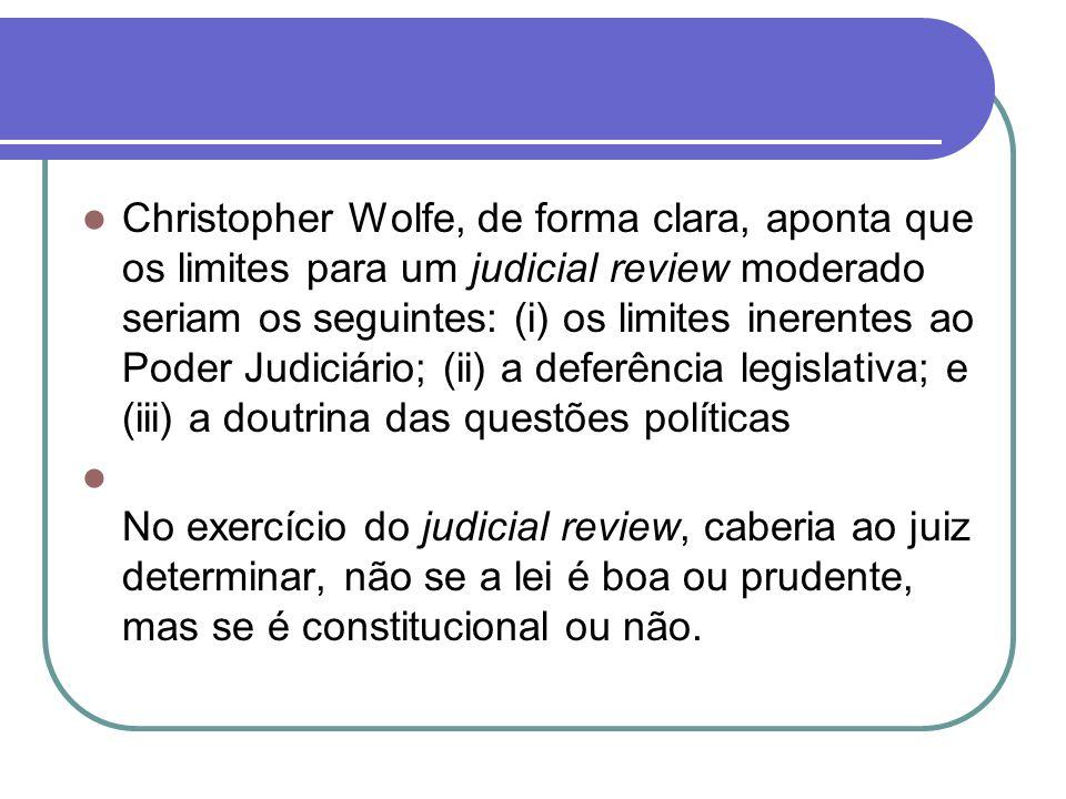 Christopher Wolfe, de forma clara, aponta que os limites para um judicial review moderado seriam os seguintes: (i) os limites inerentes ao Poder Judic