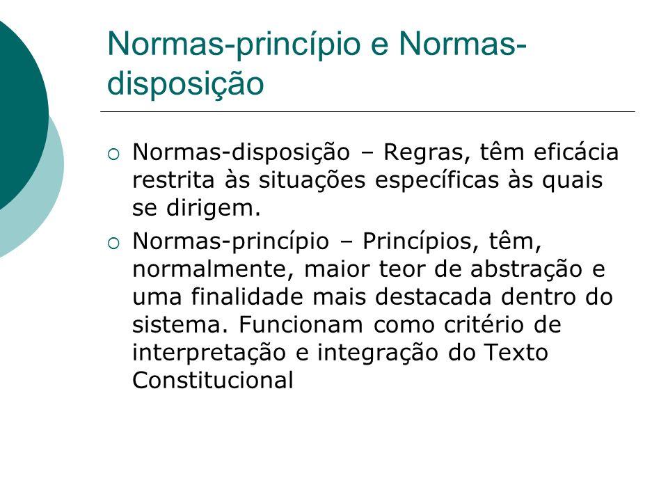 Normas-princípio e Normas- disposição Normas-disposição – Regras, têm eficácia restrita às situações específicas às quais se dirigem. Normas-princípio