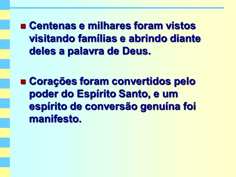 Centenas e milhares foram vistos visitando famílias e abrindo diante deles a palavra de Deus. Centenas e milhares foram vistos visitando famílias e ab