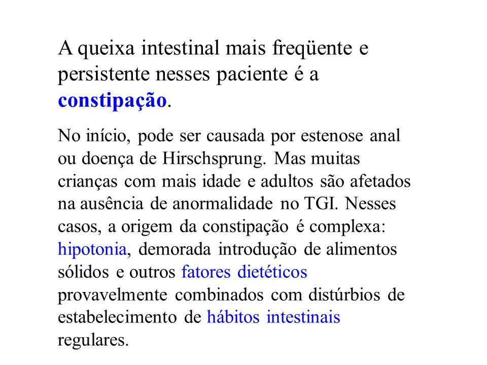 A queixa intestinal mais freqüente e persistente nesses paciente é a constipação. No início, pode ser causada por estenose anal ou doença de Hirschspr