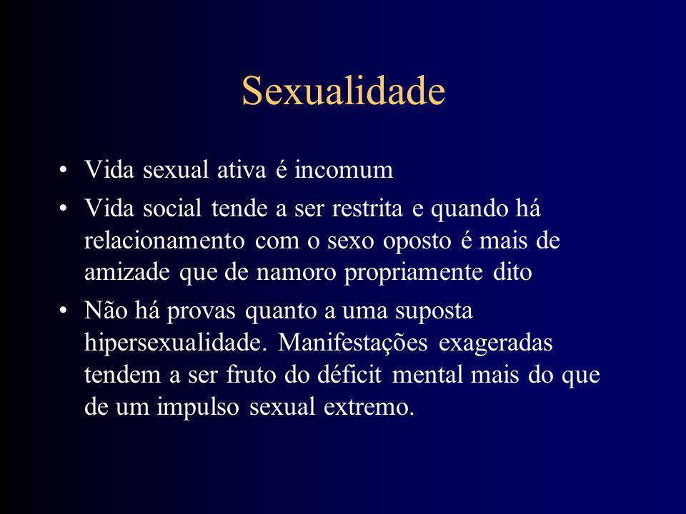 Desenvolvimento Sexual Feminino Raramente se observam alterações em genitais externos Menarca entre 11 e 13 anos em média TPM É subfértil (algumas não