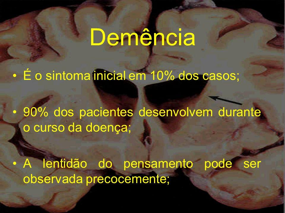 Demência É o sintoma inicial em 10% dos casos; 90% dos pacientes desenvolvem durante o curso da doença; A lentidão do pensamento pode ser observada pr