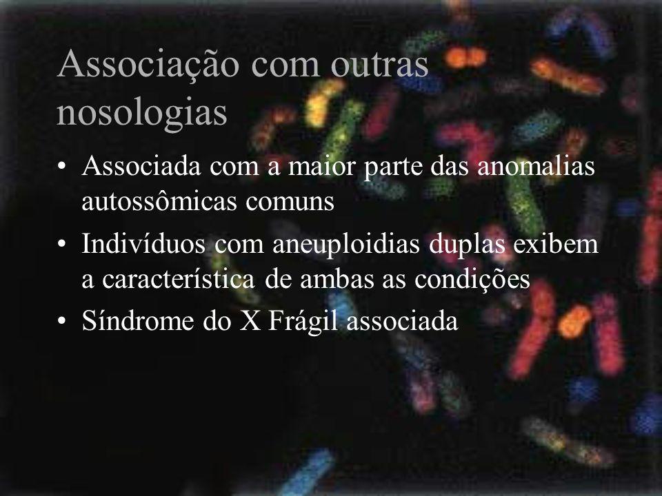 Associação com outras nosologias Associada com a maior parte das anomalias autossômicas comuns Indivíduos com aneuploidias duplas exibem a característ