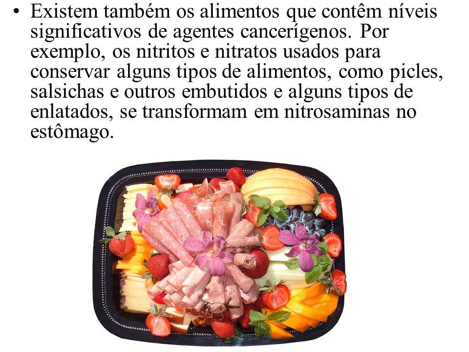 Existem também os alimentos que contêm níveis significativos de agentes cancerígenos. Por exemplo, os nitritos e nitratos usados para conservar alguns