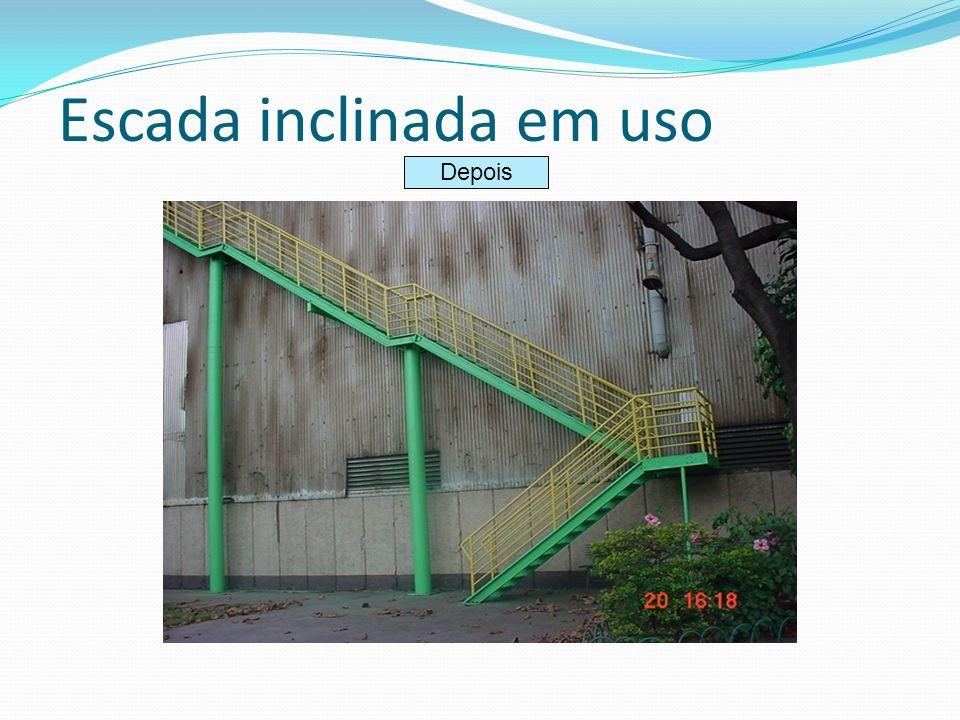 Escada inclinada em uso Depois