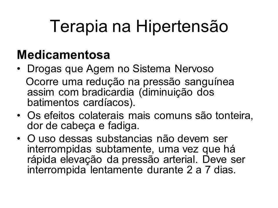 Terapia na Hipertensão Medicamentosa Drogas que Agem no Sistema Nervoso Ocorre uma redução na pressão sanguínea assim com bradicardia (diminuição dos