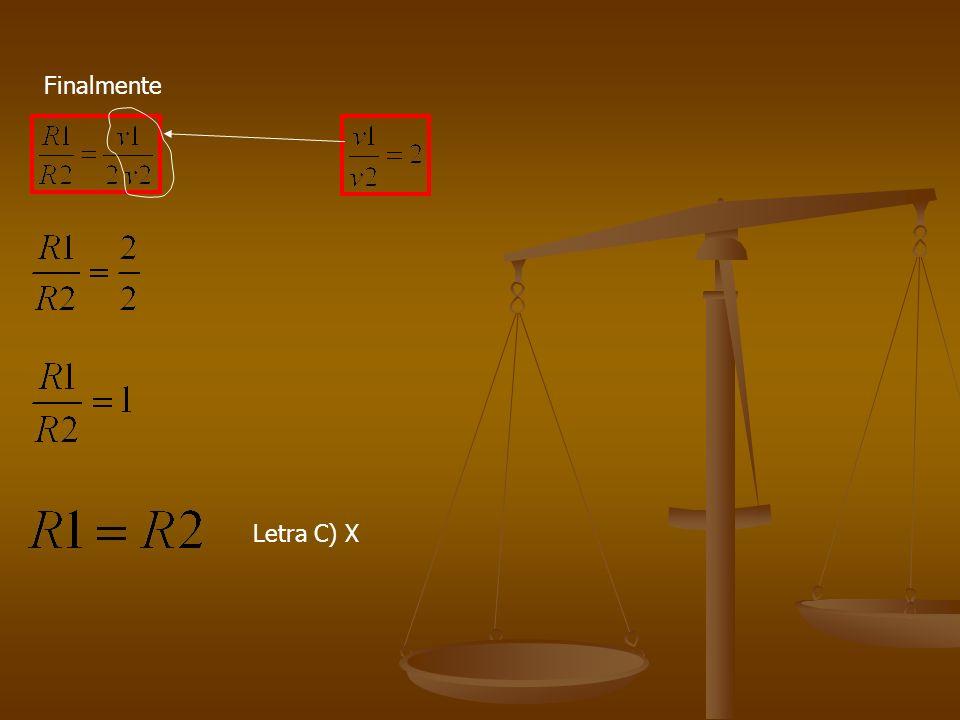 2(Mackenzie) Duas partículas eletrizadas, de cargas q 1 = +e e q 2 = +2e, com mesma energia cinética, entram numa região em que existe um campo de ind