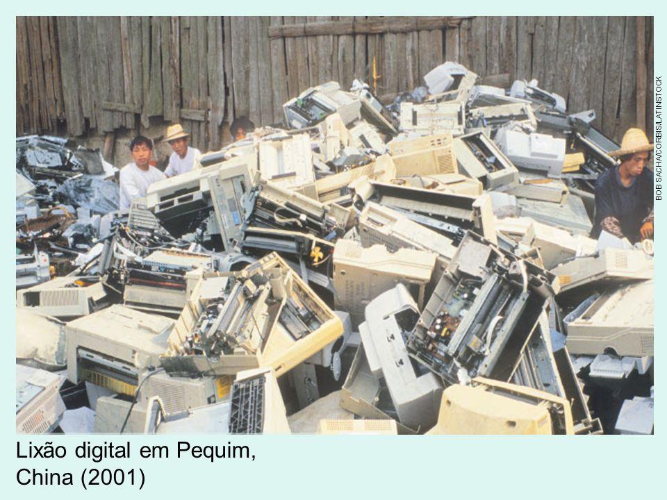 Lixão digital em Pequim, China (2001) BOB SACHA/CORBIS/LATINSTOCK