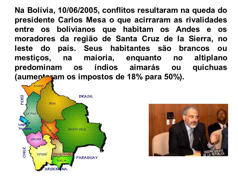 Presidente HugoCháveze o seu viceJoseVicente Rangel acenam para simpatizantes, após vitória no primeiro referendo revogatório da história da Venezuela