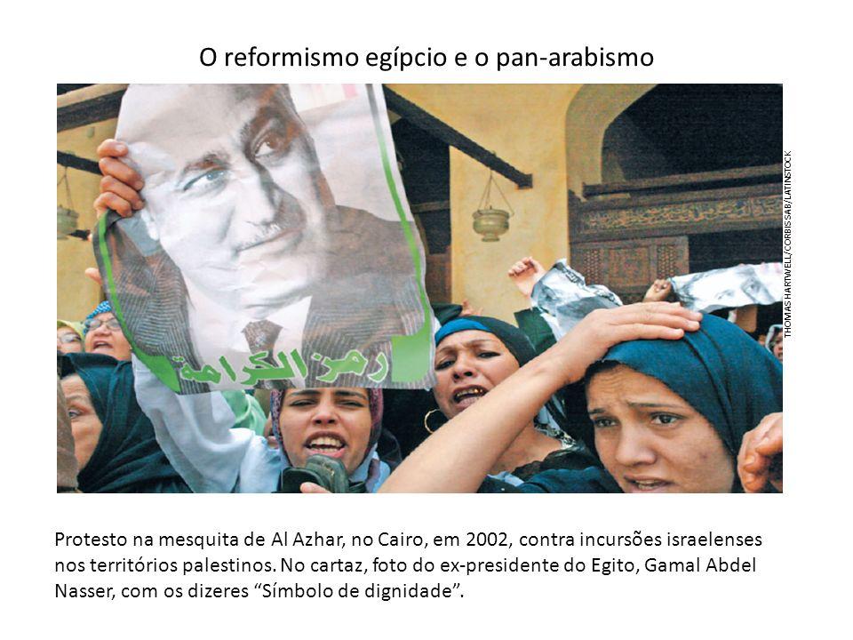 O reformismo egípcio e o pan-arabismo Protesto na mesquita de Al Azhar, no Cairo, em 2002, contra incursões israelenses nos territórios palestinos. No