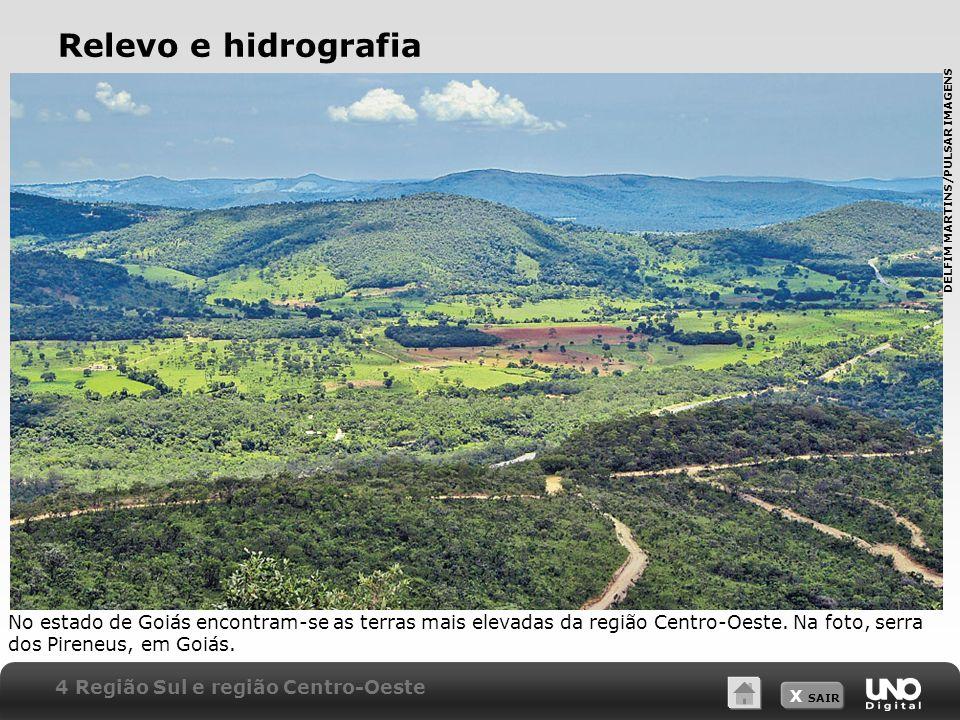 X SAIR Relevo e hidrografia No estado de Goiás encontram-se as terras mais elevadas da região Centro-Oeste. Na foto, serra dos Pireneus, em Goiás. 4 R