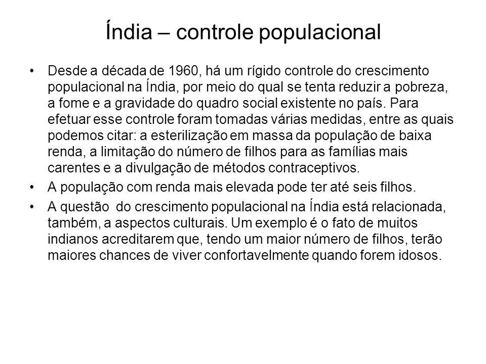 Índia – controle populacional Desde a década de 1960, há um rígido controle do crescimento populacional na Índia, por meio do qual se tenta reduzir a