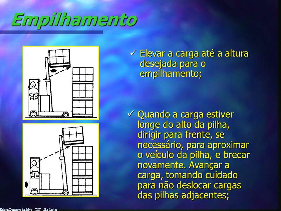 Edson Donizetti da Silva - TST - São Carlos - SP Empilhamento Aproxime-se da pilha com a carga abaixada e inclinada para trás; Reduzir a velocidade e
