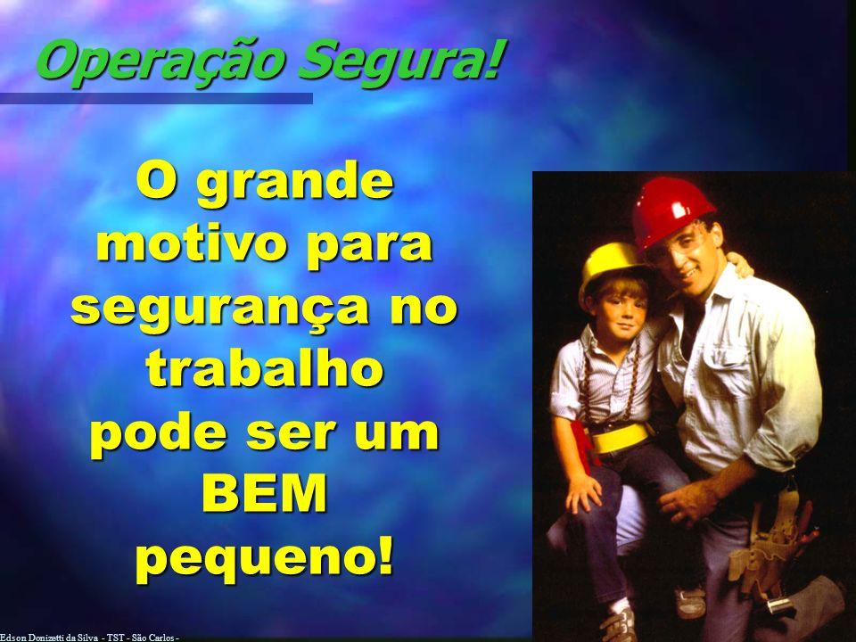 Edson Donizetti da Silva - TST - São Carlos - SP Desempilhamento Parar na frente da pilha e brecar.