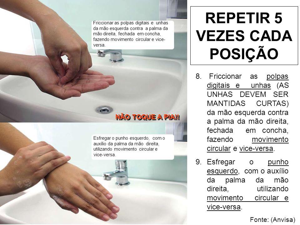 Enxaguar as mãos, retirando os resíduos de sabão, no sentido dos dedos para os punhos.